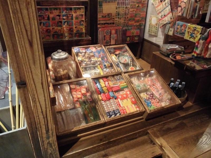 大正時代の駄菓子屋の店頭