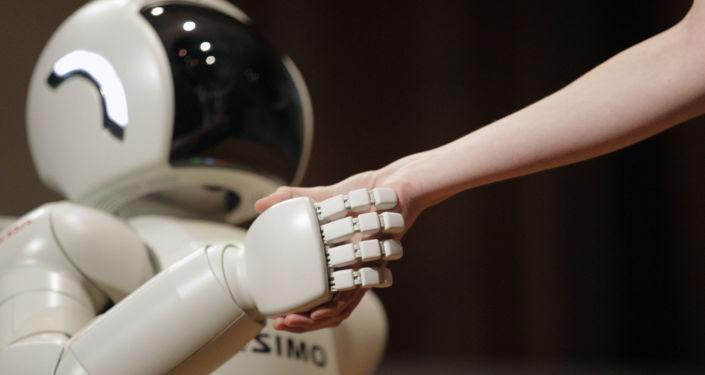 ロボット プログラミングされていないのに子どもを救う【動画】