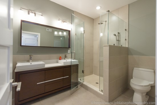 Apartment photographer work: master bathroom