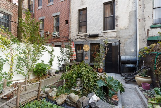 Professional photography of the garden of a Harlem apartment (New York City)