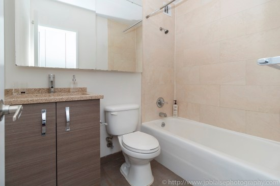 NY apartment photographer NYC real estate photography interior airbnb midtown bathroom