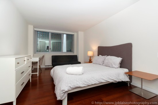 NY apartment photographer NYC real estate photography interior airbnb midtown master bedroom
