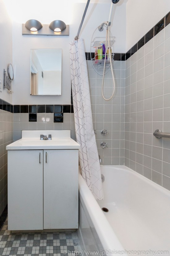New york apartment photographer alcove studio Chelsea Manhattan real estate bathroom