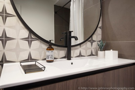 interior apartment photographer real estate brooklyn bushwick new york ny nyc bathroom