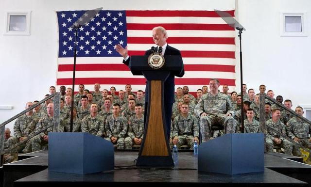 Visita de Biden a Kosovo na época em que era vice-presidente dos Estados Unidos