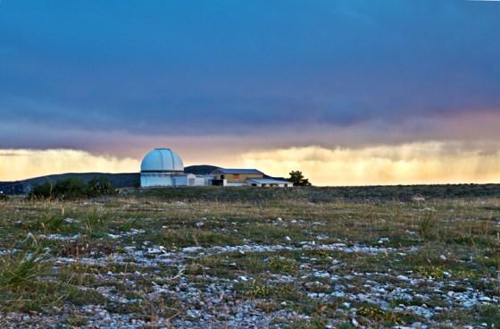 Couché du Soleil sur le plateau de l'Observatoire de la Côte d'azur, Site de Calern