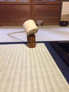 束柴の蓋置