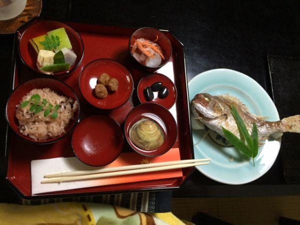 京都の料亭でお食い初め式。個室でゆったり、作法も教えてもらえて安心!
