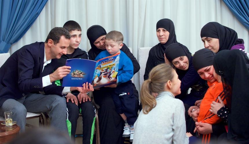 الرئيس الأسد والسيدة عقيلته يستقبلان عشرات النساء والأطفال الذين تم تحريرهم قبل مجموعات إرهابية