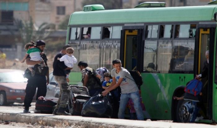 الوعر.. خروج أكثر من 1500 مسلح وعائلاتهم إلى ريف حلب الشمالي
