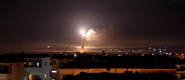 الدفاعات الجوية تتصدى لعدوان صاروخي على مطار الضبعة بريف حمص
