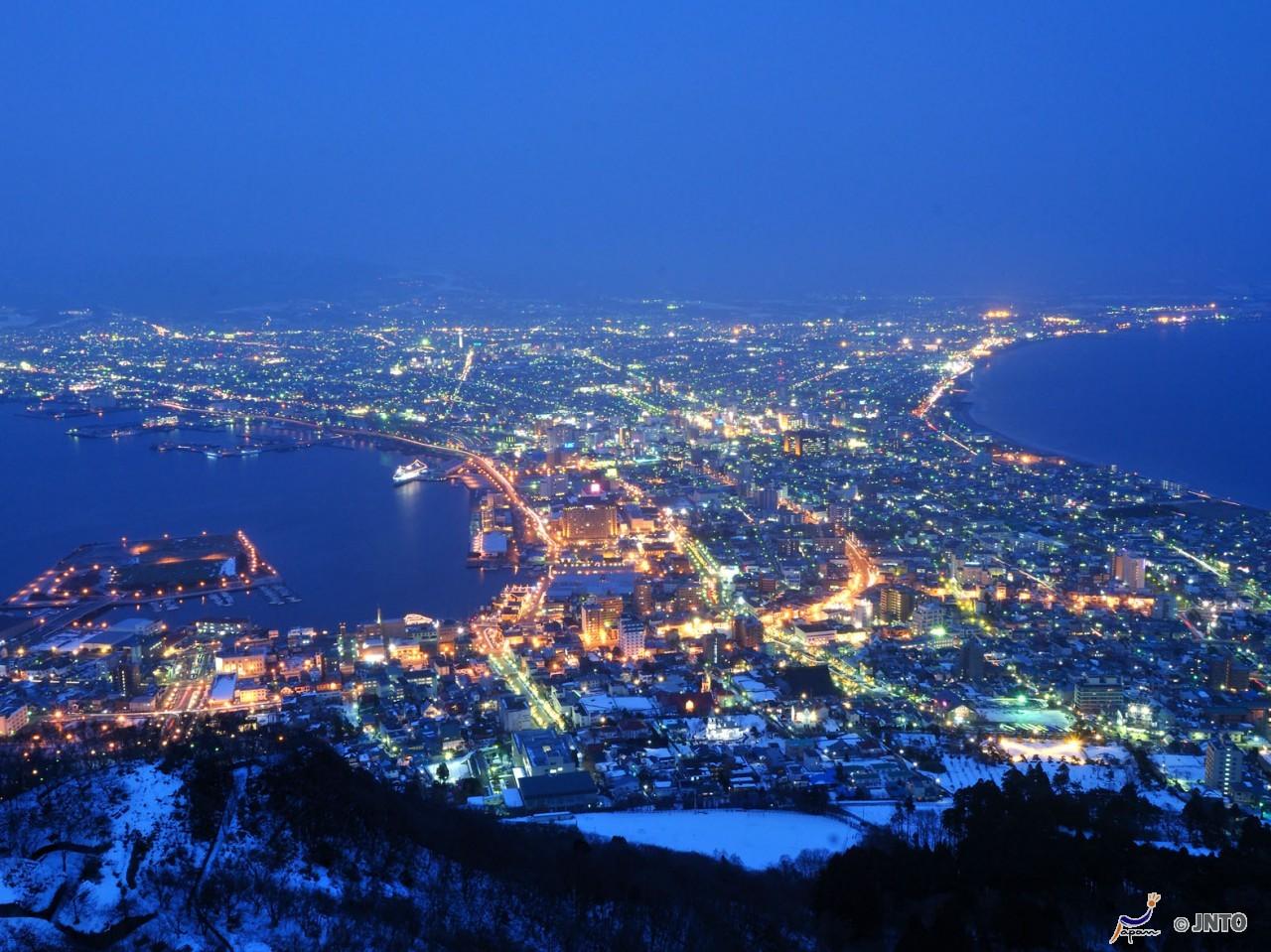 Night view form Mt.Hakodate ©Hokkaido Tourism Organization/© JNTO