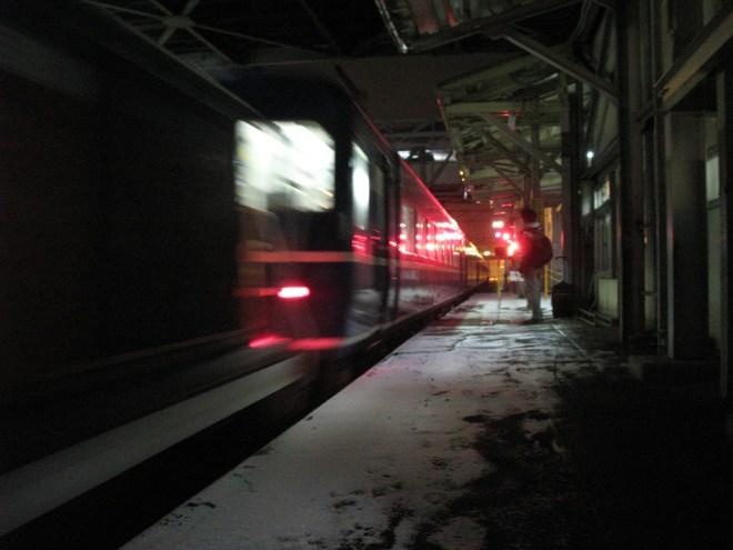 Hamanasu just arrived at Aomori station (C) JP Rail.com