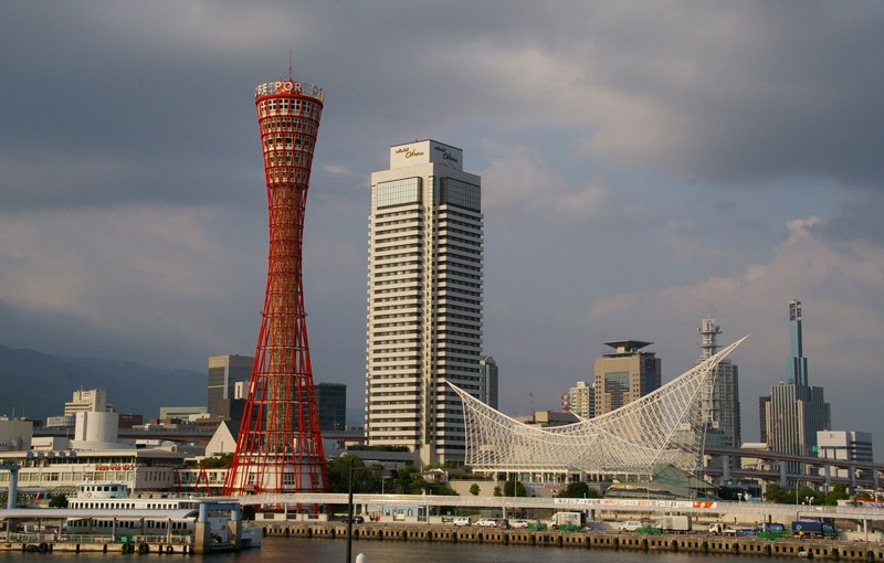Guide to take trains in Kobe. How to choose the best route by train to get the major spots?
