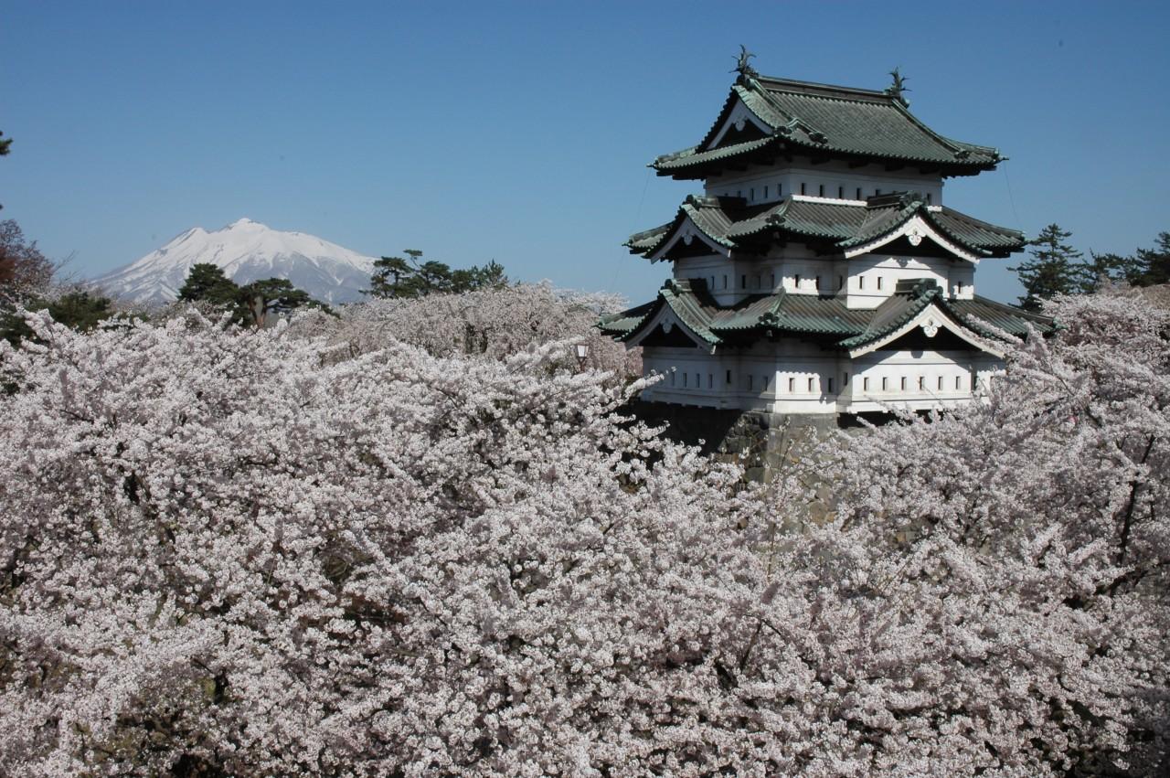 Hirosaki castle ©Hirosaki City/©JNTO