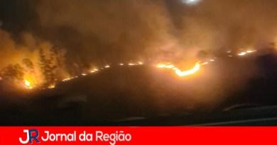 Incêndio às margens da Rodovia dos Bandeirantes
