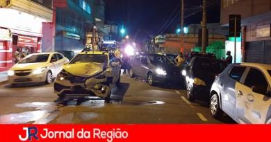 Acidente envolve quatro carros no Centro de Jundiaí