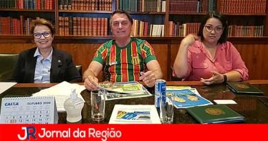 Bolsonaro faz live e pede votos para Russomano