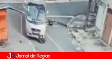Ônibus passa sobre motociclista em Várzea