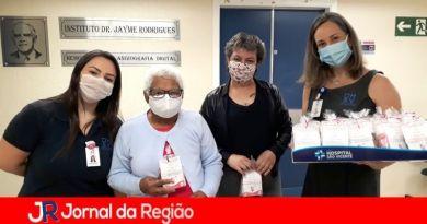 Pacientes oncológicas do HSV recebem kits de beleza