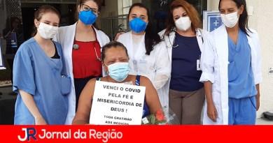 Família comemora alta de paciente no Hospital São Vicente