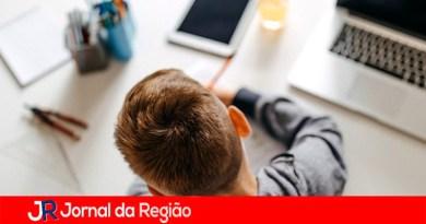 Estudantes oferecem reforço escolar online e gratuito