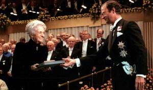 rita-levi-montalcini-italian-neuroscientist-nobel-prize-ceremony-1986