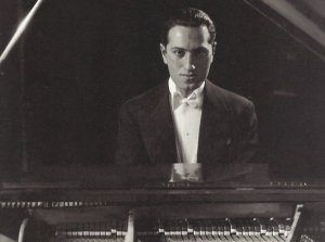 george-gershwin-piano-1374069099-view-0