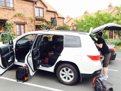 J unpacking the car