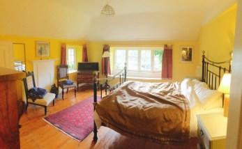 JRE's room