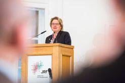 Wissenschaftsministerin Svenja Schukze hält ein Grußwort