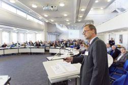 Sechs Thesen zur Rolle der Abwasserbetriebe: Prof. Dr.-Ing. Bert Bosseler, Wissenschaftlicher Leiter des IKT. (Foto: IKT)