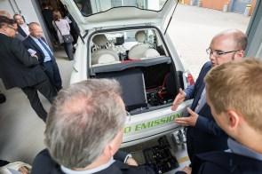Elektro-Fahrzeug mit Batterieantrieb und Brennstoffzellen Range Extender
