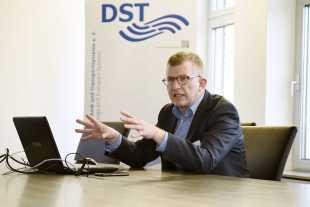 Dr. Rupert Henn (DST)