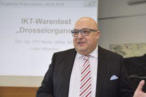 IKT-Geschäftsführer Dipl.-Ök. Roland W. Waniek begrüßt die Besucher zur Präsentation der neuesten Warentest-Ergebnisse.