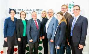 V.l.n.r.: Prof. Dr. Christa Liedtke, Eva Wascher, Oscar Reutter, Clara Utsch, Jürgen Schultze, Mona Wallraff, Ralf Zimmer-Hegmann, Prof. Dr. Dieter Bathen