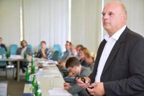 In regelmäßigen Lenkungskreissitzungen entscheiden die Teilnehmer unter anderem über die Prüfanforderungen.