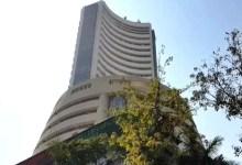 शेयर बाज़ार रिकॉर्ड ऊंचाई पर, BSE सेंसेक्स पहली बार 52,000 के पार