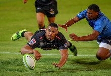 News24.com | Stormers give Juarno Augustus a hug after 'Fleck' blunder costs them rare win at Loftus
