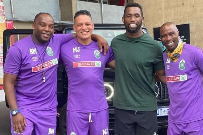 News24.com | PICTURE | Springbok captain Siya Kolisi 'honoured' to meet his Bafana Bafana heroes