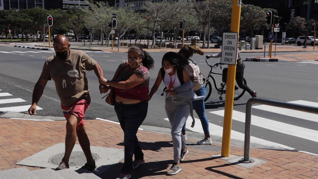 News24.com   WATCH   Windy City: Capetonians struggle to stay on their feet