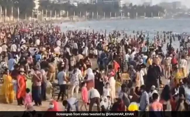 कोरोना काल में जुहू बीच पर उमड़ी भीड़, Video शेयर कर बॉलीवुड एक्ट्रेस बोलीं