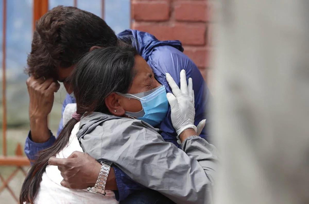 नेपाल के अस्पतालों ने ऑक्सीजन की कमी के कारण कोविड -19 मरीजों को भर्ती करना बंद कर दिया