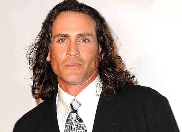 टार्ज़न अभिनेता जो लारा और उनकी पत्नी ग्वेन लारा की दुखद विमान दुर्घटना में मृत्यु हो गई