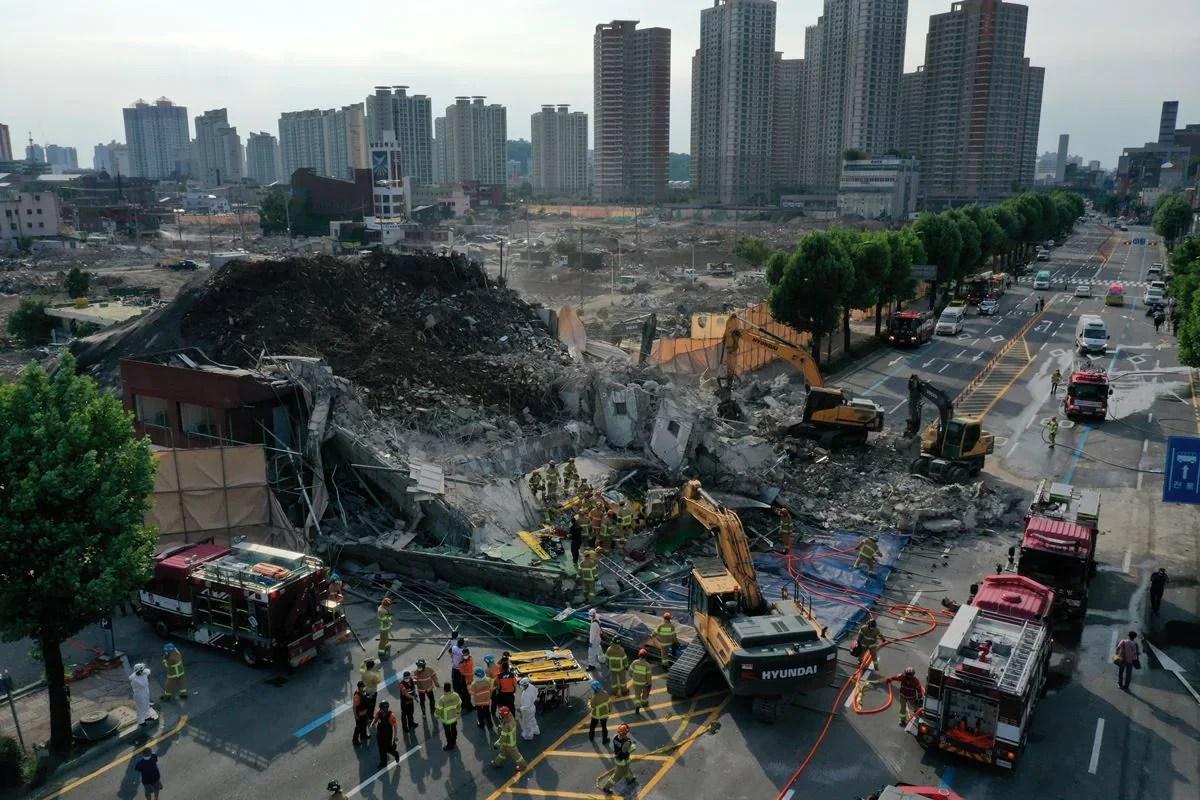 दक्षिण कोरिया की इमारत विध्वंस के दौरान अचानक गिरी, नौ की मौत