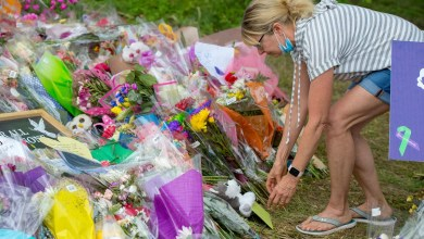 ट्रक हमले के मुस्लिम पीड़ितों को कनाडा के झंडे में लिपटे ताबूतों के साथ दी गई विदाई