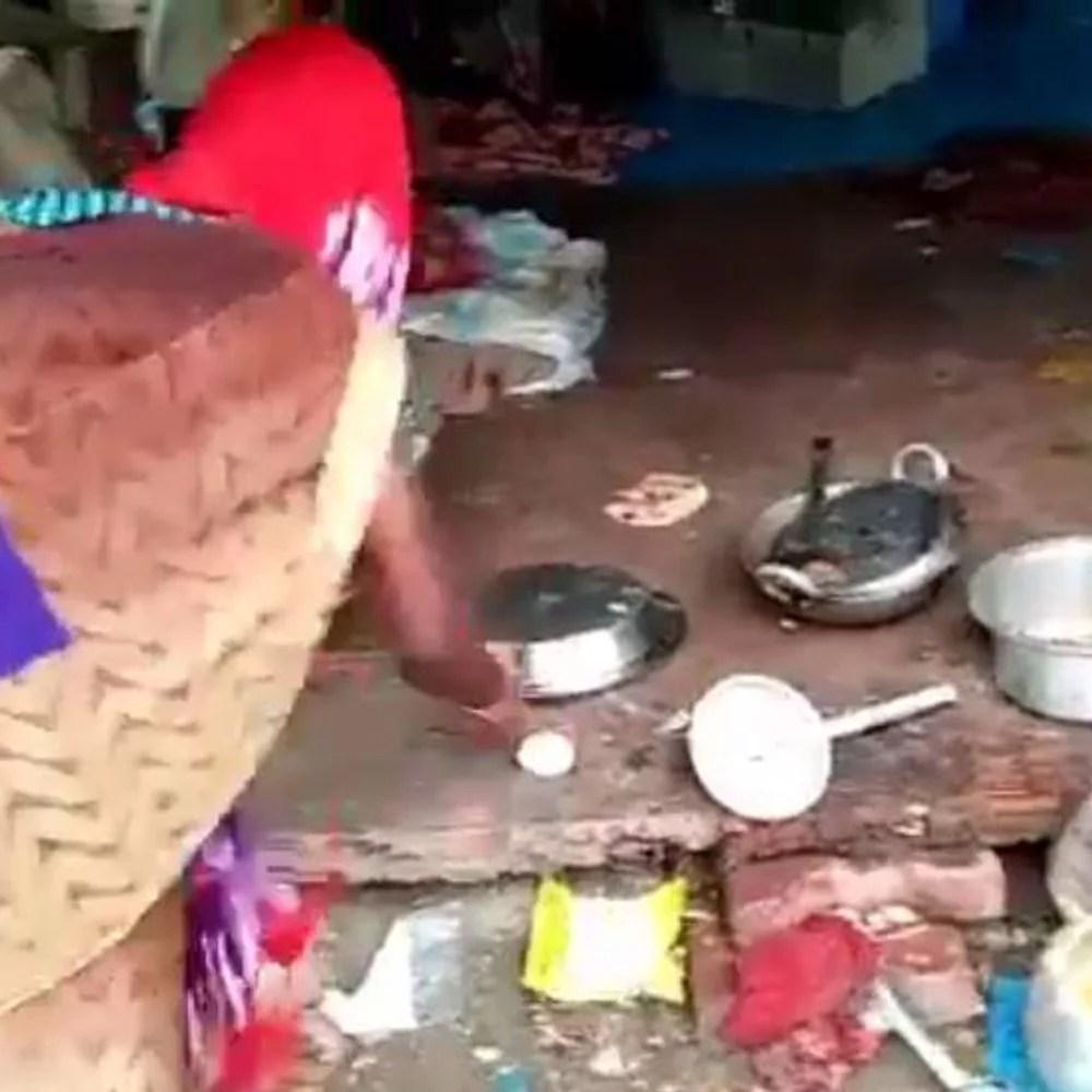 लुधियाना… आरपीएफ दरोगा ने गरीब के निवाले पर मारी:चारबाग रेलवे स्टेशन पर दरोगा ने चूल्हे परपक दाल को लात मारी, खौलती डंडल दो पर बैरी;  झुलसाने वाला छटपटाने