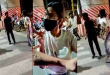 Girl beats taxi driver in the presence of police, causes massive traffic jam