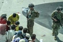 तालिबान ने कुछ लोगों को काबुल हवाईअड्डे तक पहुंचने से रोका, जैसा कि अमेरिका ने एयरलिफ्ट खत्म करने की कसम खाई है