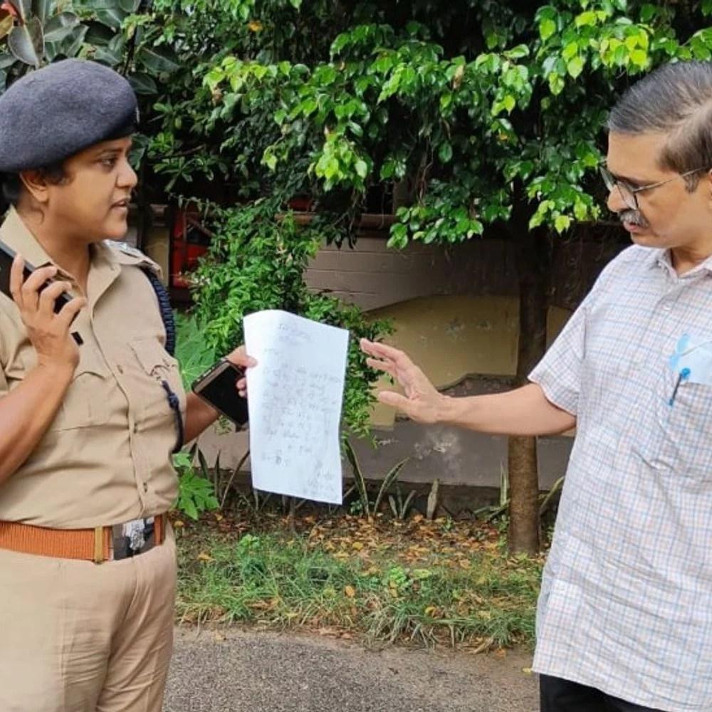 लुधियाना से पूर्व आईपीएस ठाकुर अगं: सीएम योगी के स्वास्थ्य के लिए सुरक्षित थे, गोरखपुर से बाहर निकलने के लिए;  पुलिस ने कहा